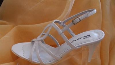Sprzedam nowe białe sandałki do ślubu