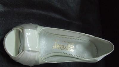Sprzedam nowe buciki ślubne skóra nr 35 i 38