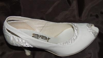 Sprzedam nowe buty ślubne lub wizytowe kolor śmietanka