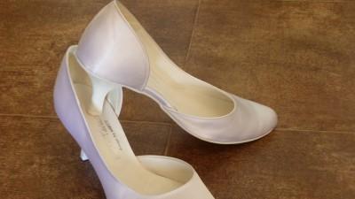 Sprzedam nowe buty ślubne, rozmiar 39. Super cena!