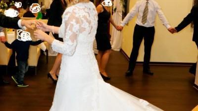 Sprzedam piękną koronkową suknię ślubną