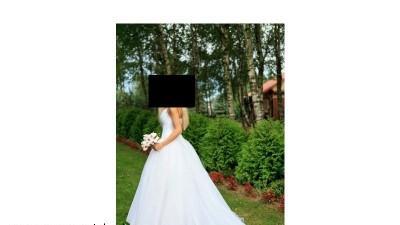 Sprzedam piękną suknię królewską Demetrios z salunu LISA FERERA
