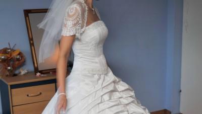 Sprzedam piękną suknie ślubną koronkową.