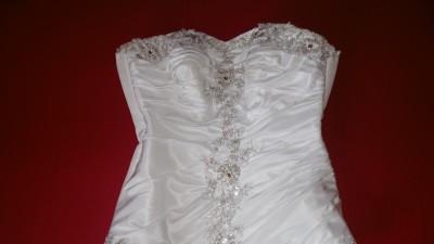 Sprzedam piękną suknię ślubną ze zdobionym gorsetem