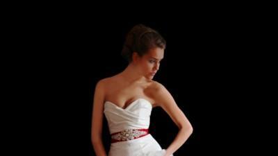 Sprzedam piękną suknię z kolekcji 2011