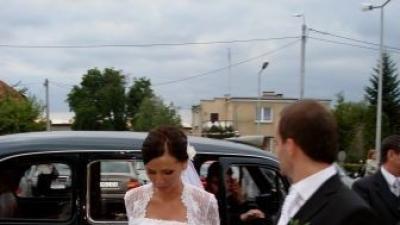 Sprzedam piekna suknie z koronki!!