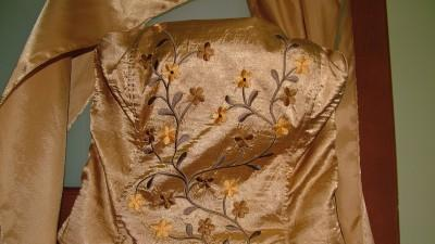sprzedam piękna złotą suknię