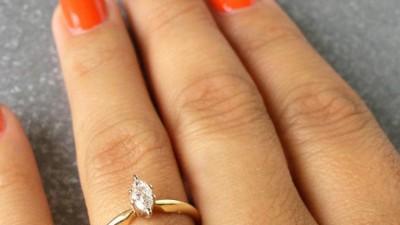 Sprzedam piękny pierścionek zaręczynowy z brylantem  jak nowy!