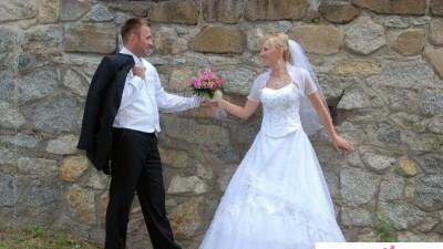 Sprzedam prostą, perłową suknię ślubną!!!