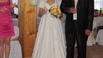 Sprzedam przepiękną koronkową suknię ślubną