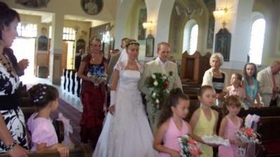 sprzedam przepiękną , śnieżnobiałą suknię ślubną dla wyjątkowej kobiety