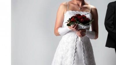 Sprzedam przepiękną suknię ślubną w kolorze białym