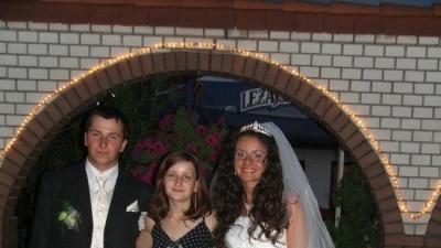 sprzedam przepiękną suknię ślubną za pół darmo,