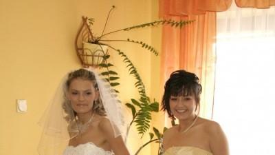 Sprzedam skromną ale zarazem bardzo piękną suknię ślubną