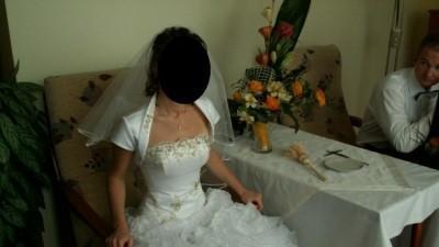sprzedam śliczną białą suknie slubną w stylu hiszpańskiem