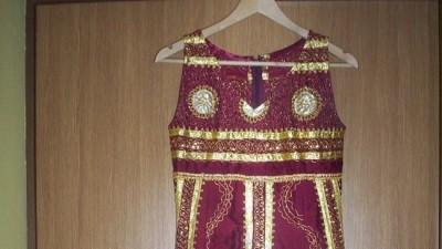 sprzedam sliczną sukienkę szyta złotą nitką