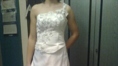 Sprzedam śliczną suknię ślubną 605358967