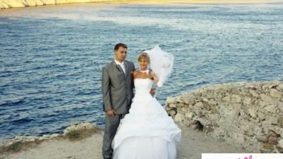 sprzedam śliczną suknię ślubna Firmy FARAGE