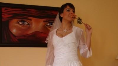 Sprzedam śliczną suknię ślubną projektowaną tak, aby wyglądać jeszcze piękniej !