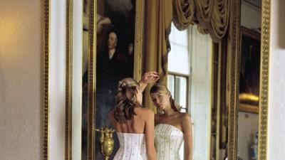 sprzedam  śliczną suknie ślubną z odpinanym trenem