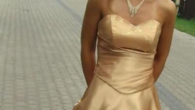 Sprzedam śliczną złotą suknię dla księżniczki