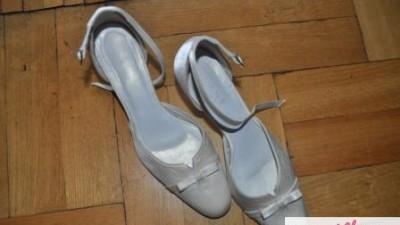 Sprzedam śliczne buty ślubne- atłasowe w kolorze ecru