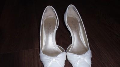 sprzedam śliczne buty ślubne-ecru
