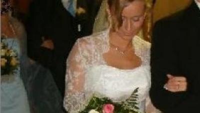 Sprzedam śnieżnobiałą jednoczęściową suknię  ślubną