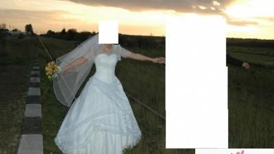 sprzedam śnieżnobiałą suknię ślubną z terenem