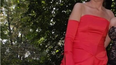 sprzedam suknie -czerwona