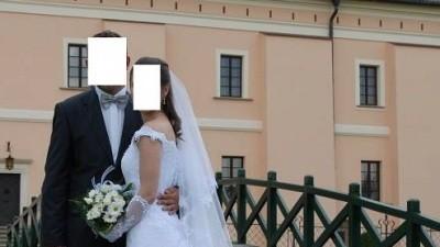 Sprzedam suknię ślubną białą, koronkową z kryształkami svarowskiego
