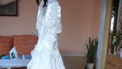 sprzedam suknię ślubną (biała) z dodatkami