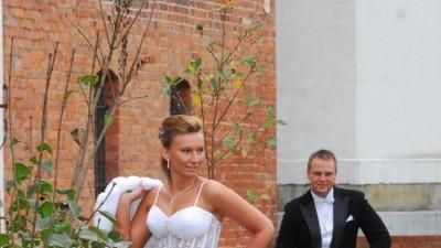 Sprzedam suknie  ślubna firmy  LISA FERRERA- demetrios bardzo efektowny gorset