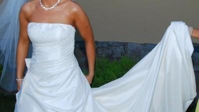 Sprzedam Suknie Ślubna i męską kamizelke z musznikiem i  butonierką