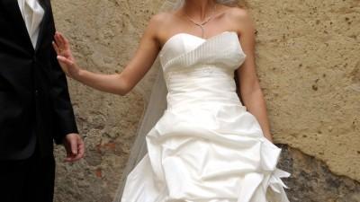Sprzedam suknię ślubną krótką z przodu