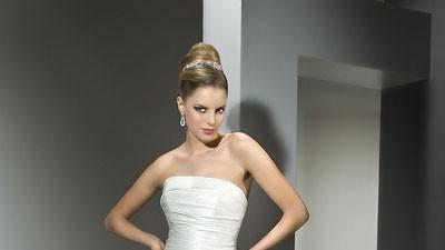 Sprzedam suknię ślubną LISA FERRERA z kolekcji COSMOBELLA nr 7487 kolor IVORY