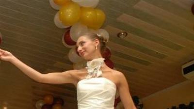 Sprzedam suknię ślubną na SZCZUPŁĄ Panią Młodą