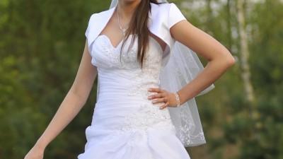 Sprzedam suknię ślubną na wysoką osobę