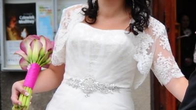 Sprzedam suknię ślubną/rozmiar 40-42 / 900 zł + bolerko Gratis!
