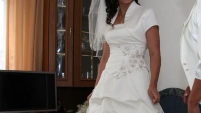 Sprzedam suknie ślubną w kolorze kości słoniowej