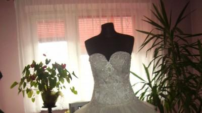 Sprzedam suknię ślubną z odpinanym dołem długim i dopinanym krótkim!!!