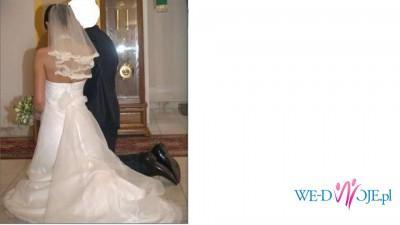 Sprzedam suknię ślubną z trenem