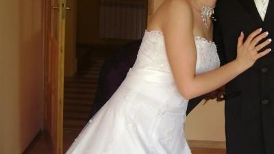 Sprzedam suknię ślubną z trenem (tafta + francuska koronka)