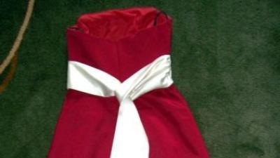 Sprzedam suknię w kolorze ciemnej czerwieni