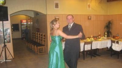 Sprzedam suknie zielona rozmiar 42.