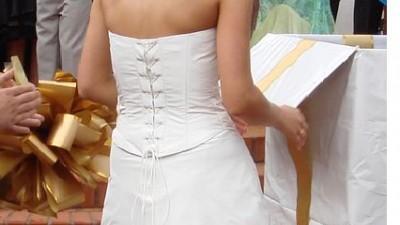 sprzedam tanio elegancką,skromną i stylową suknię ślubną