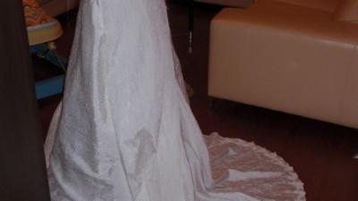Sprzedam tanio suknię ślubną roz.36/38 ecru.