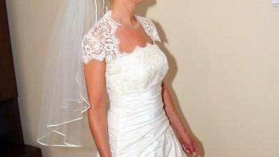 Sprzedam uroczą suknie ślubną z pięknym bolerkiem
