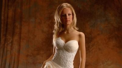 Sprzedam zjawiskową i niezwykle kobiecą suknię ślubną Vanessa r. 38 **
