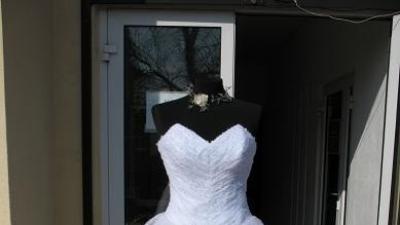 sprzedamśliczną suknie ślubną